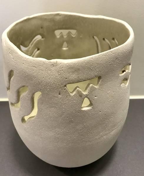 Bilde av Liv Aursand - Hvit vase m/utskjæring
